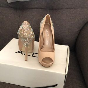 ALDO satin champagne jeweled pumps size 5/35